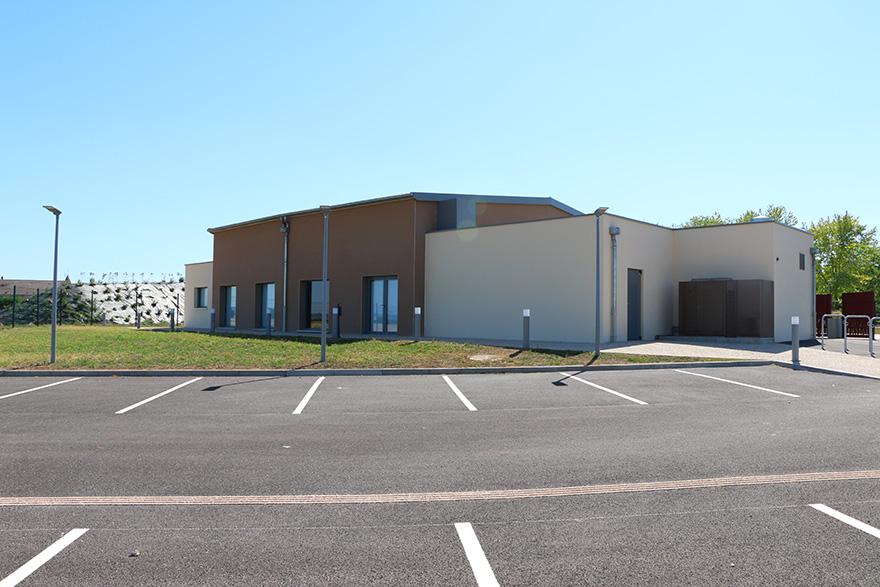 Salle des fêtes à Ormes 51 avec parking privé
